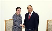 Primer ministro vietnamita recibe a altos funcionarios de Rumania y Austria