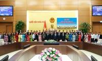 Premier vietnamita urge a más esfuerzos de los legisladores jóvenes por el desarrollo del país