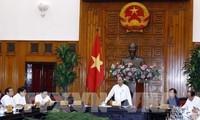 Premier de Vietnam insta a acelerar proyectos de infraestructuras de transporte