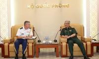 Viceministro de Defensa de Vietnam recibe al nuevo agregado militar de Estados Unidos