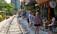 Cafeterías al borde del ferrocarril de Hanói