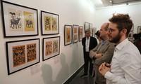 Exposición presenta pinturas tradicionales y contemporáneas de Dong Ho