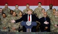 Trump visita a soldados estadounidenses en Afganistán