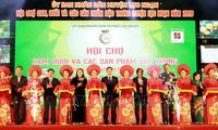 Inauguran Feria de frutas y productos agrícolas de Luc Ngan 2019