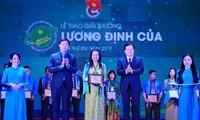Entregan premio Luong Dinh Cua 2019