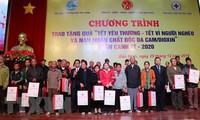 Entregan regalos de Tet a trabajadores necesitados en Bac Ninh