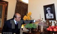 Premier de Vietnam rinde homenaje a exdirigentes del país
