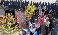Una emotiva visita a los soldados en plataformas DK1 en ocasión del Tet