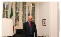 Embajador italiano aprecia ayuda vietnamita en combate contra coronavirus