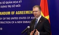 Estados Unidos continúa ayudando a Vietnam en superar impactos de Covid-19