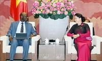 Jefa del Parlamento recibe a director nacional del Banco Mundial en Vietnam