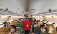 Más vietnamitas repatriados desde África y Malasia en contexto pandémico