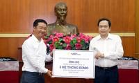 Más ayuda de filántropos para la lucha contra el covid-19 en Vietnam
