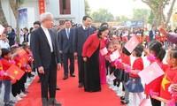 Alta funcionaria del Partido visita por Navidad la diócesis de Thanh Hoa