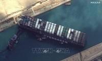 Logran avance en el rescate del megabuque atrapado en el canal de Suez