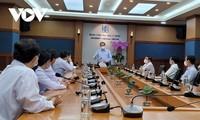 Premier de Vietnam visita centros médicos en Ciudad Ho Chi Minh