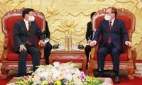 Presidente de Laos se reúne con ex líderes vietnamitas