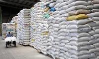 El gobierno vietnamita envía miles de toneladas de arroz a localidades afectadas por el covid-19