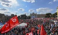 Protesta masiva contra el fascismo en Italia