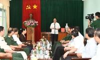 阮春福与胡志明主席陵管理委员会座谈并在K9遗迹区上香缅怀胡主席