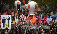 法国公务员大罢工: 数百趟航班取消 教学受到干扰