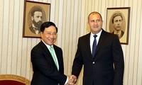 越南政府副总理兼外交部长范平明对保加利亚进行正式访问