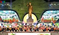 纪念胡志明主席探望并与西北地区各族同胞谈话60周年