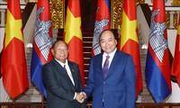 阮春福会见柬埔寨国会主席韩桑林