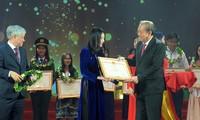 少数民族大中学生先进典型表彰会在河内举行