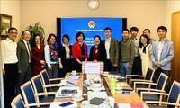 越南驻瑞士大使馆转交政府向旅居瑞士越南人捐赠的口罩