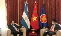 推动越南之声广播电台与阿根廷国家广播电台的合作