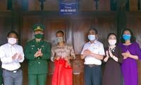 越南各地举行切实活动,纪念越南全民边防日