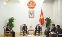 阮春福会见菲律宾驻越南大使梅娜渡·洛斯·巴尼奥斯·蒙特亚莱格雷