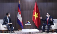 越南政府总理范明政分别会见柬埔寨首相、新加坡总理和马来西亚总理