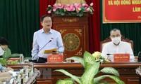 越南国会副主席杜伯巳视察富安省选举工作