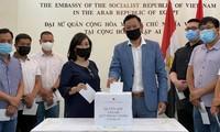 旅外越南人向国内新冠疫苗基金捐款