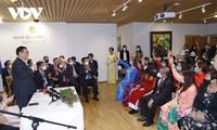 王庭惠看望越南驻芬兰大使馆工作人员并会见旅居芬兰越南人代表