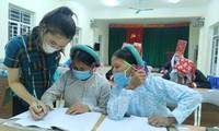 山区村寨的扫盲学习班