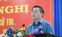 越共中央宣教部部长接触西宁省选民