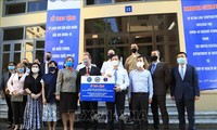 阮春福对美国政府向越南防疫工作提供帮助表示感谢