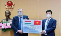 越南卫生部接收由匈牙利援助的 10万剂新冠肺炎疫苗