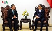 Vu Duc Dam reçoit le ministre cambodgien de l'Information
