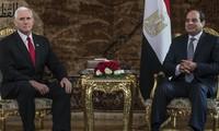 Mike Pence débute en Égypte une première tournée