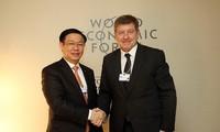 Activités de Vuong Dinh Hue à la réunion annuelle du Forum économique mondial