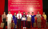 Des dirigeants vietnamiens assistent à des fêtes de la grande union nationale