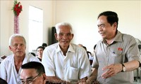 Le président du comité central du Front de la Patrie rencontre des électeurs de Cân Tho