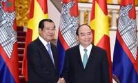 Entretien Nguyên Xuân Phuc-Hun Sen