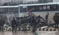 L'attentat le plus meurtrier depuis 2002 dans le Cachemire indien tue 37 personnes