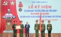Nguyên Xuân Phuc au 70e anniversaire de la fondation de l'Académie de médecine militaire