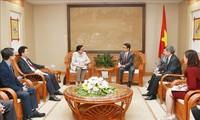 Vu Duc Dam reçoit la directrice générale adjointe de l'AIEA